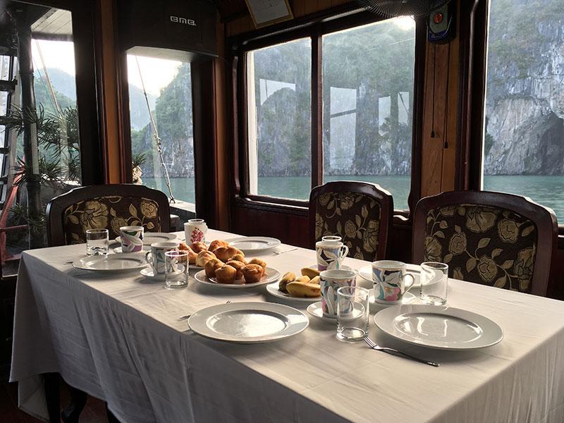 Petit déjeuner sur Baie d'Halong