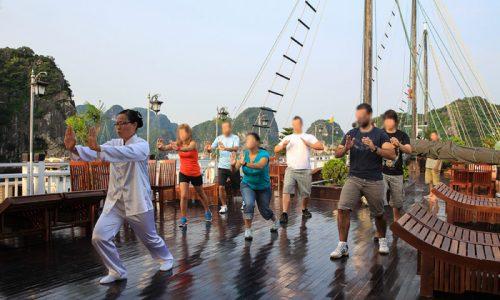 Cours de TaiChi sur Jonque de luxe Vietnam
